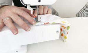 Blogbeitrag – Das Tabula rasa Team näht Stoffmasken, unsere Anleitung – Detail Nähmaschine