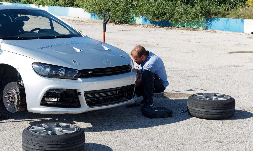 Referenz – Automotive – Race Days – Foto – Räderwechsel